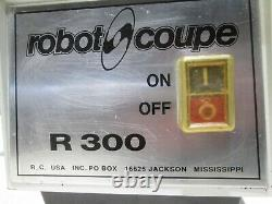 Robot Coupe R-300 Heavy Duty Commercial Counter Top Food Processing Machine